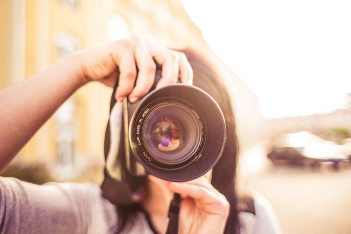 כיצד להסתיר קמטים ופגמים בצילום?